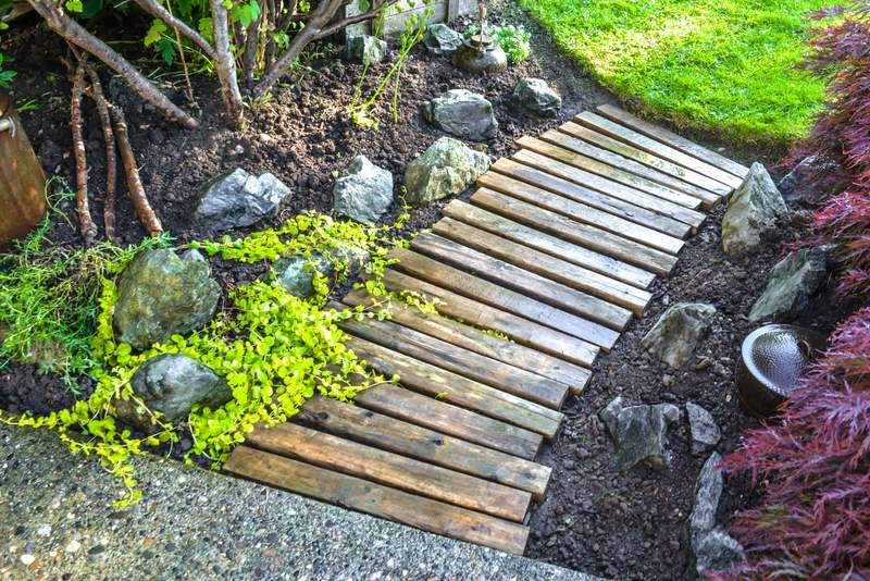 Make a garden walk away from wooden pallets