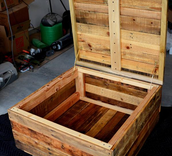 Pallet Kitchen Table storage ideas