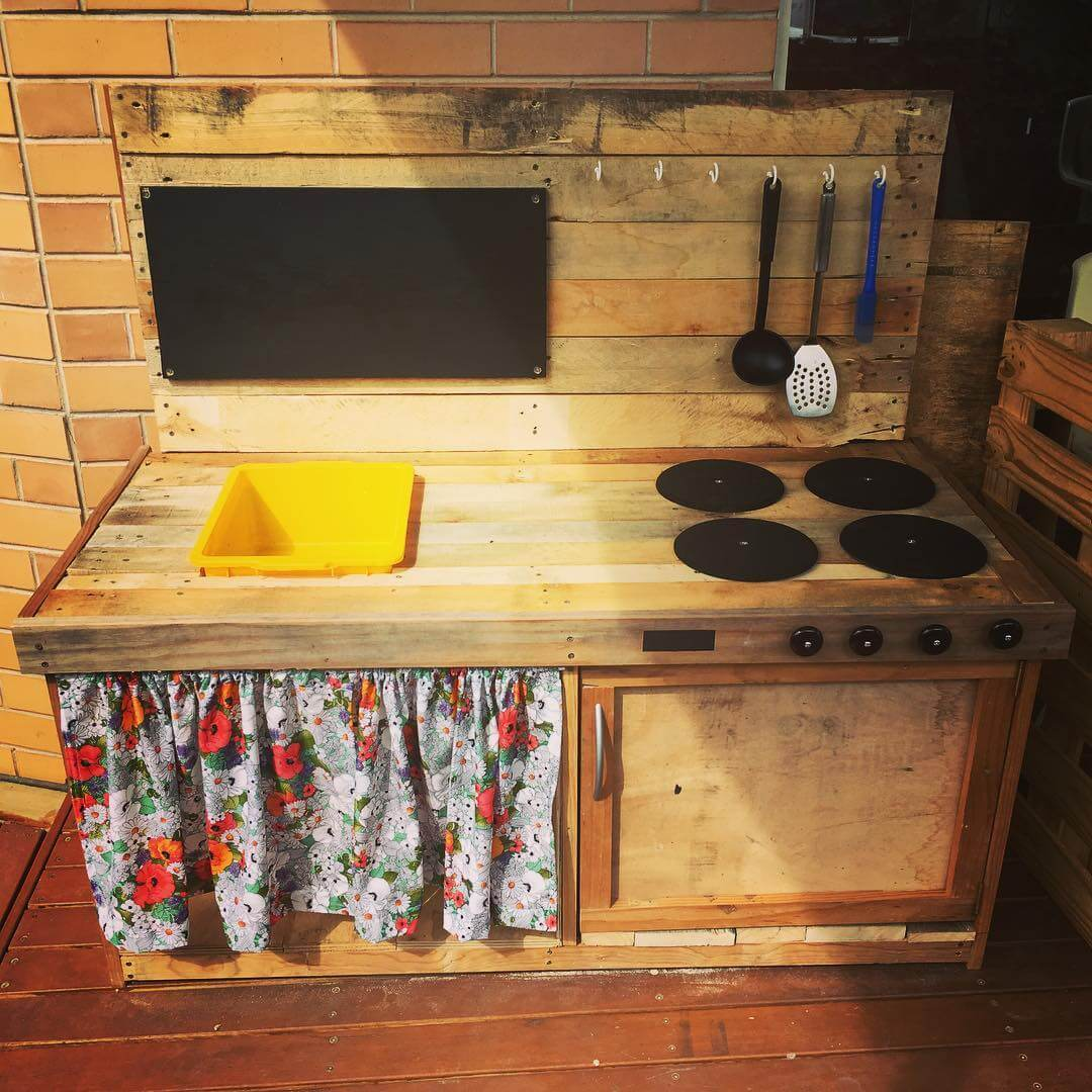 Wooden Pallet Backsplash for the Kitchen
