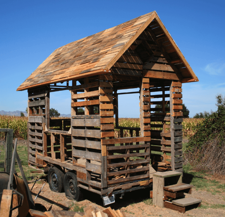 Lovely Tiny Pallet House Management Ideas