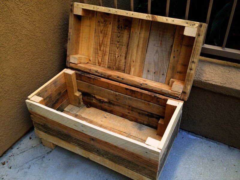 Wooden Pallet Chest for Blankets
