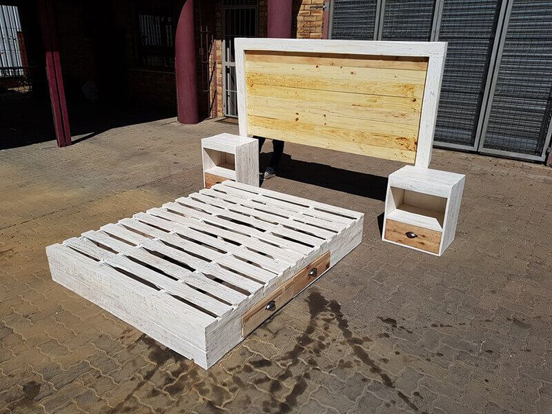 Side storage cabinets of wooden pallet beds