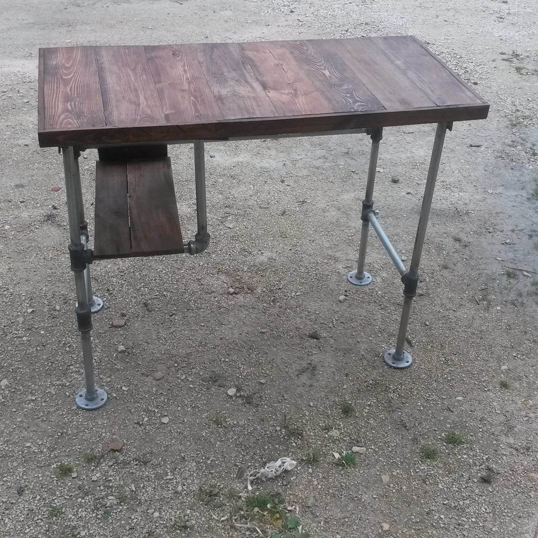 Wooden Pallet Murphy Desk to Save the Space