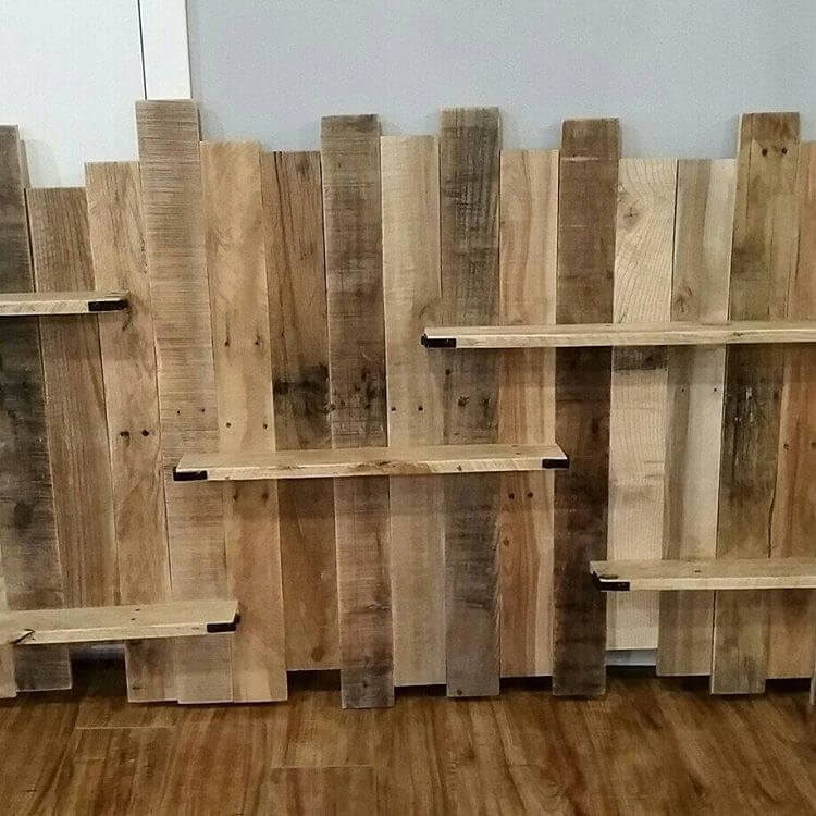 Wooden Pallet Shelf with a Screen