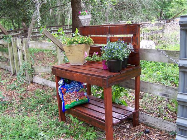 Gardening Table is a Fit for Your Garden
