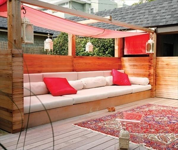 Pallet Sofa For Your Outdoors
