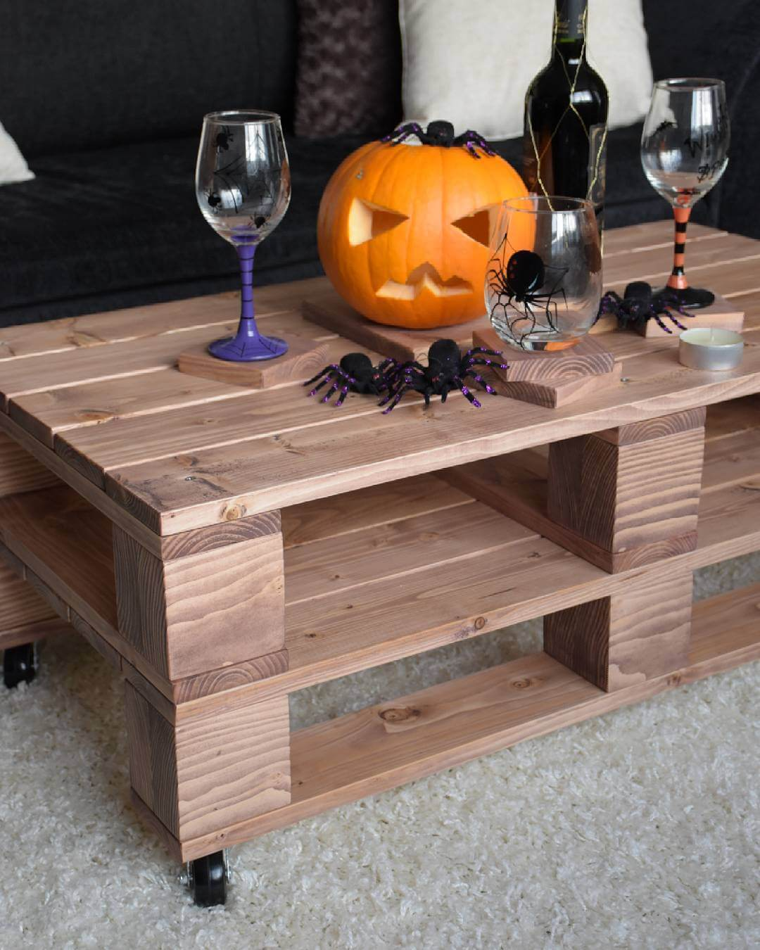 Pallet Halloween Table With Short Legs