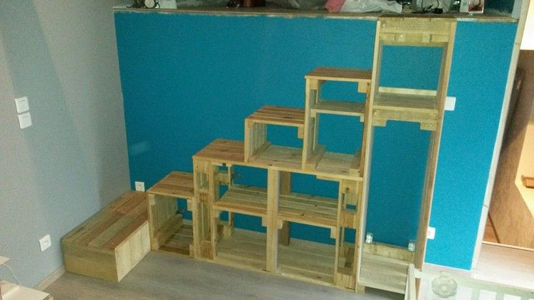 Wooden Pallet Stairs Ideas with storage