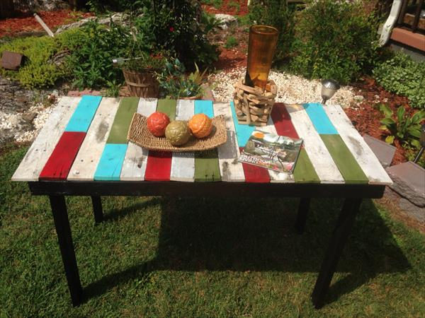 Outdoor Accent Pallet Table