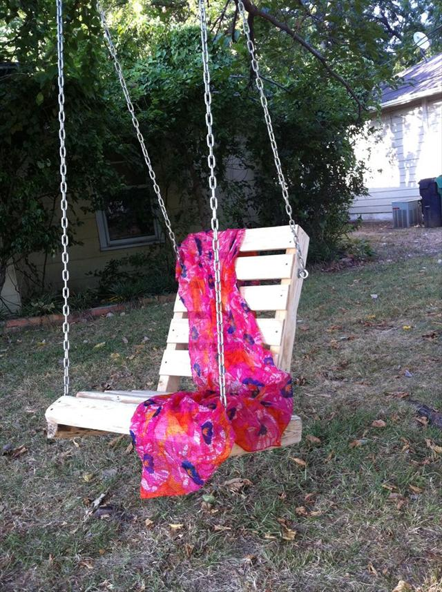 Pallet Potio Swing Chair Ideas