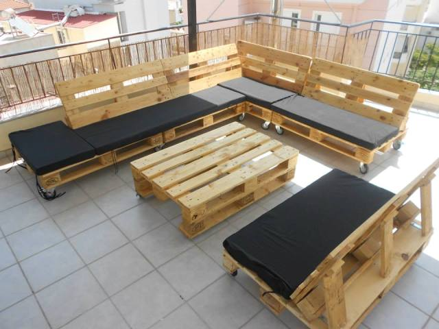 Pallet Sectional Bench and Table
