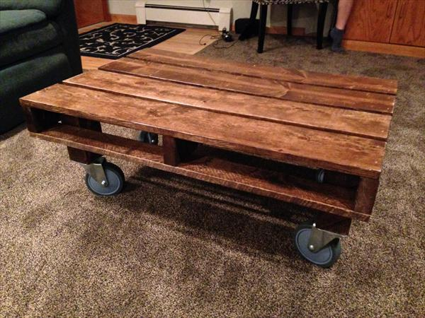 Table with Wheels in DIY Pallets