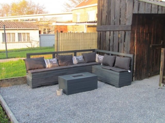 Pallet outdoor sofa