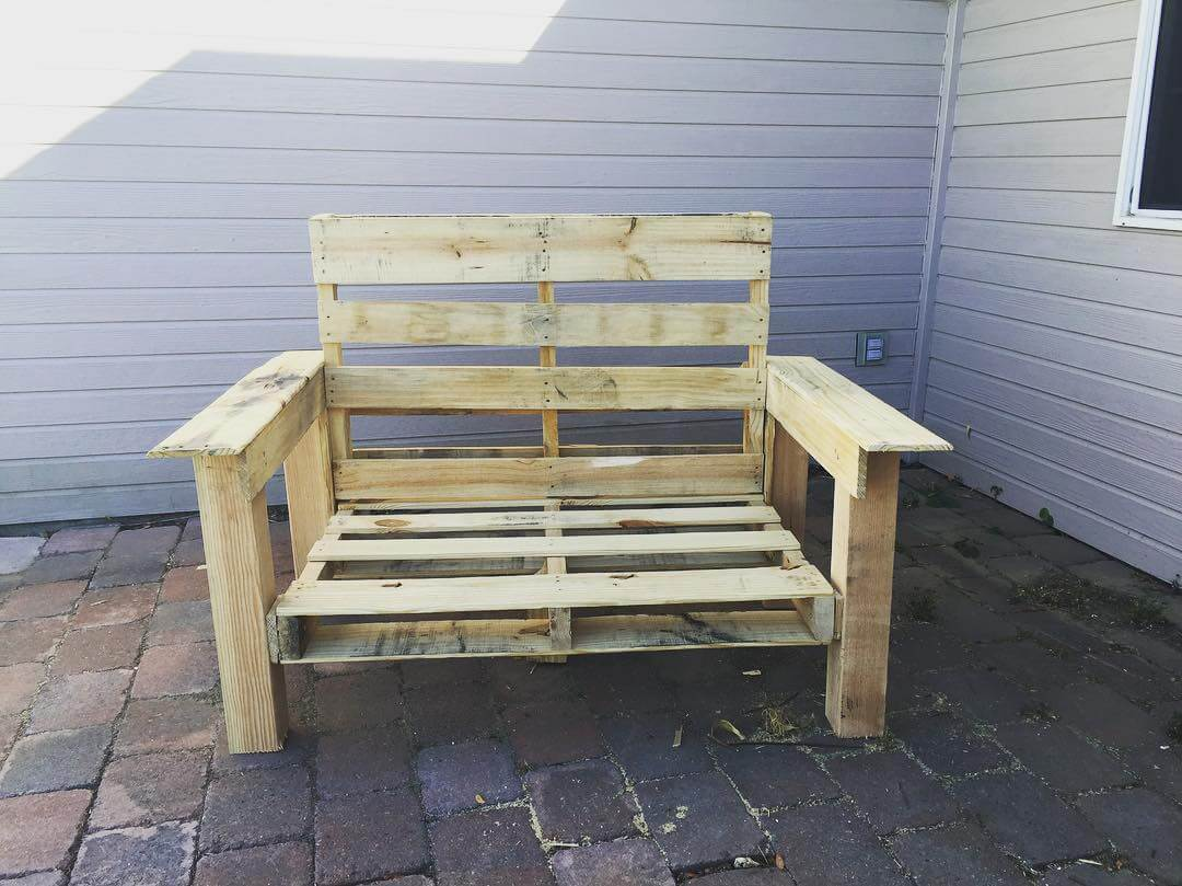 Pallet Chair for Getting Comfort