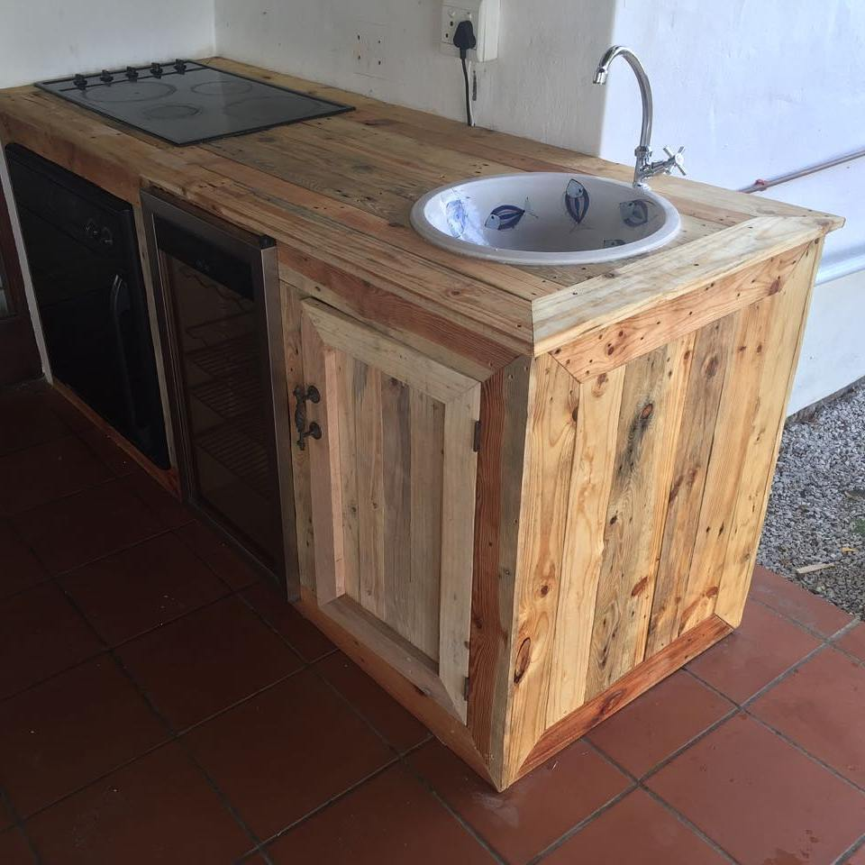 Pallet Kitchen Counter and Cupboard Ideas