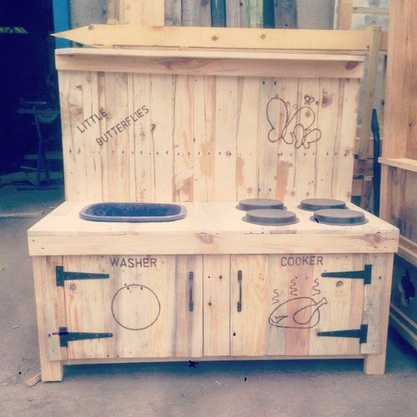 Pallet Kitchen outdoor base table with inner areas