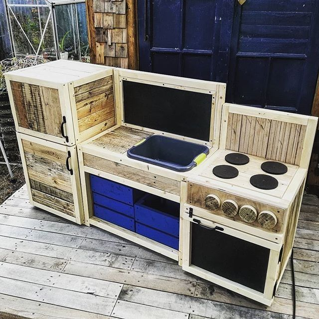 Pallet kitchen