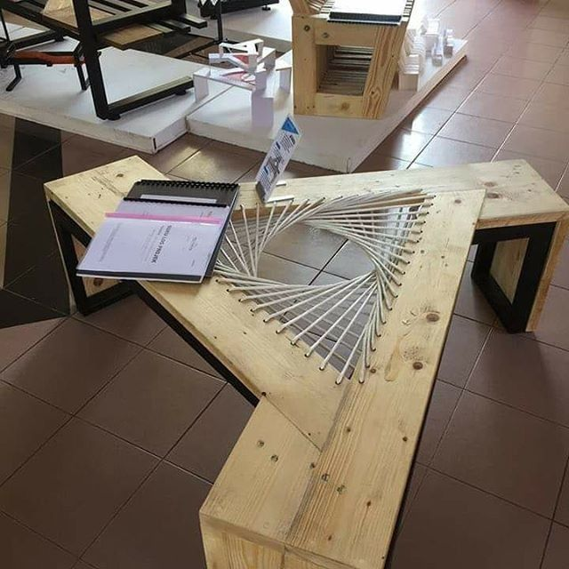 Pallet triangular table
