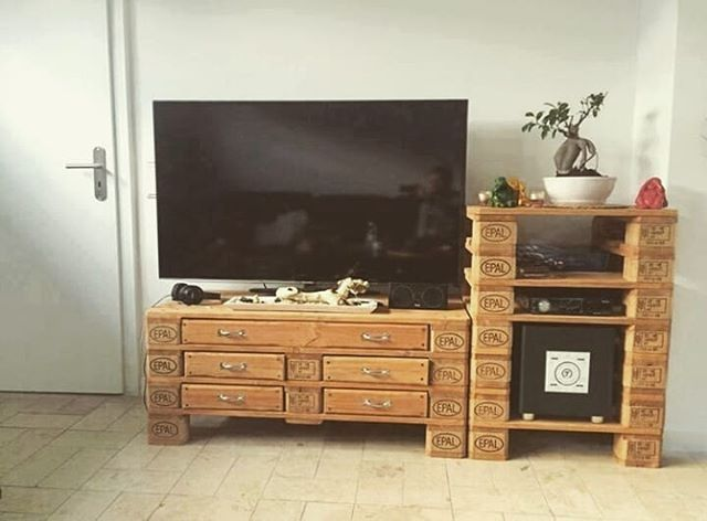 Pallet shelf with storage furniture