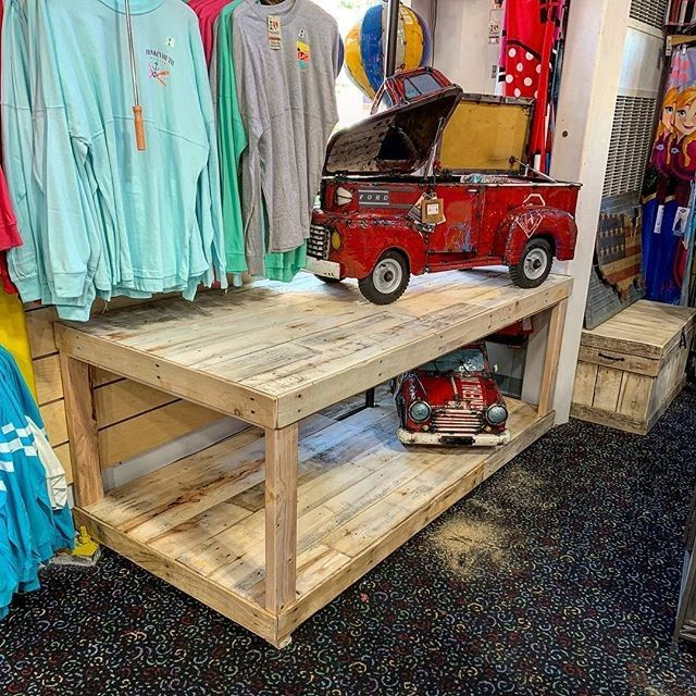 Pallet indoor bench