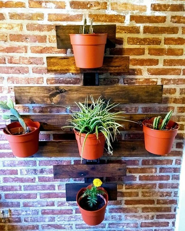 Pallet shelf planter