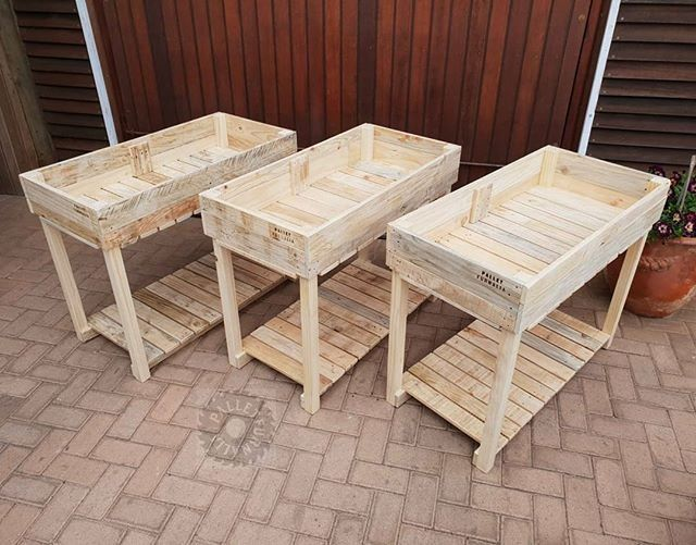 Pallet planting table
