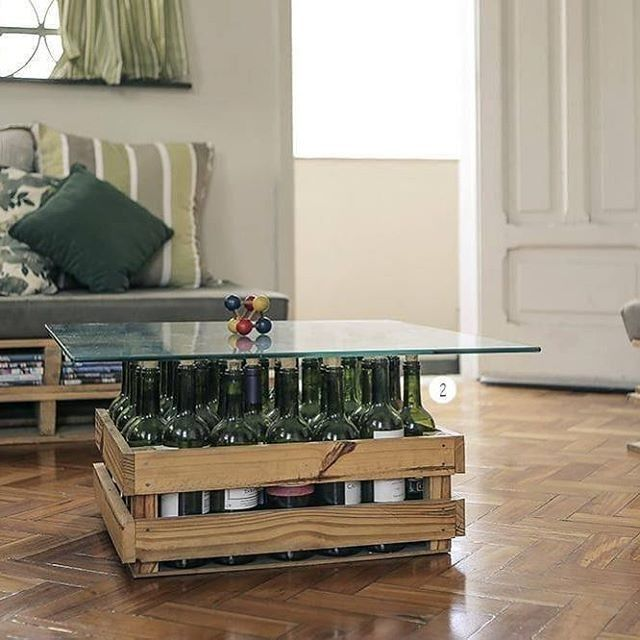 Pallet bottle table with top glass