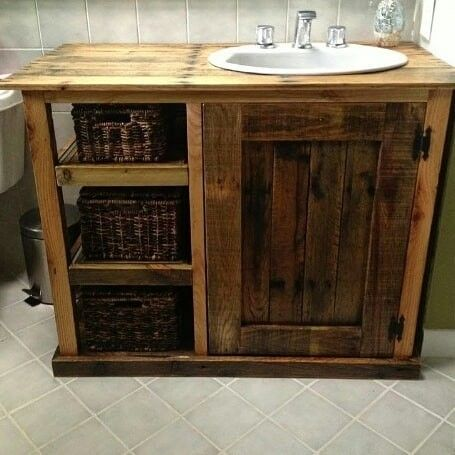 Pallet washroom table