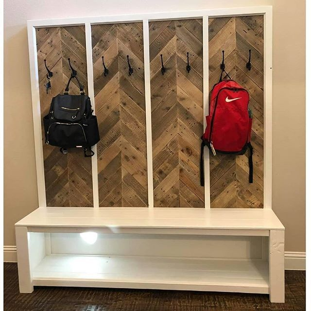 Pallet wall with cloth hanger
