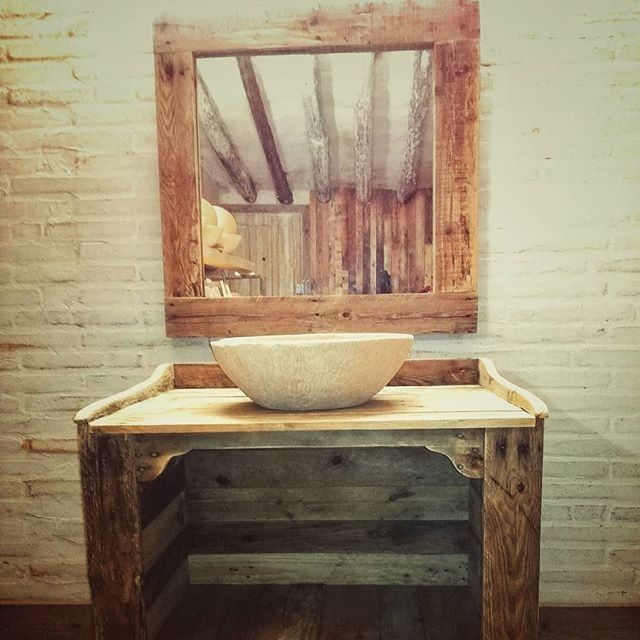 Pallet bathroom table