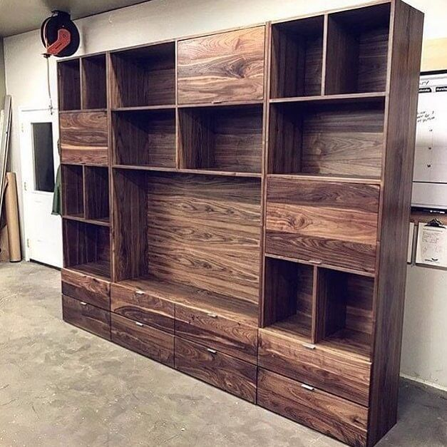Pallet shelf wardrobe