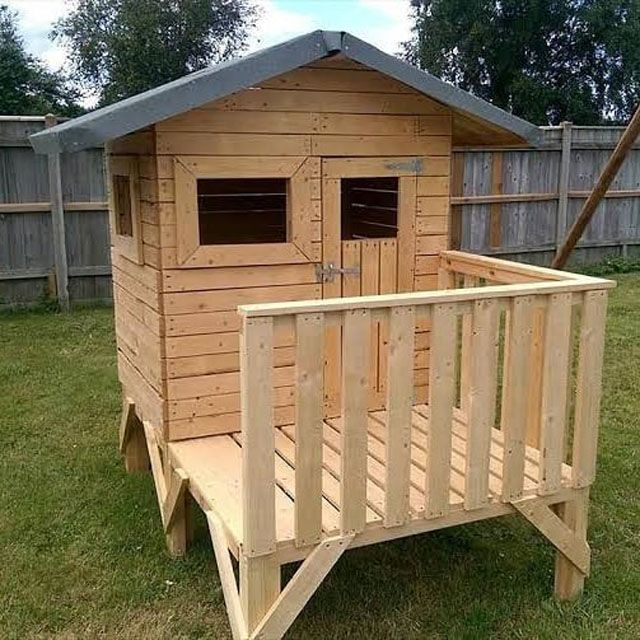 Pallet kid playhouse