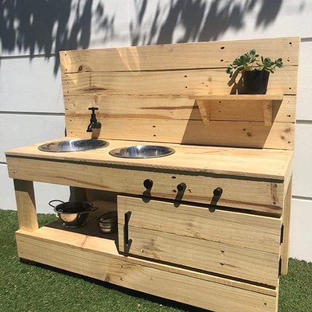 Pallet kid kitchen