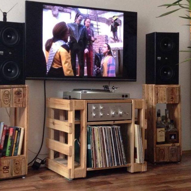 Pallet media stand projects