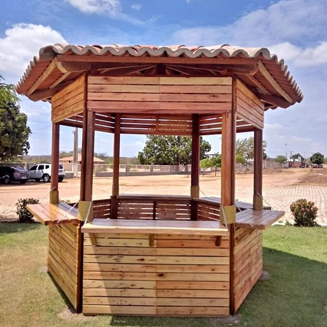 Pallet outdoor play hopuse